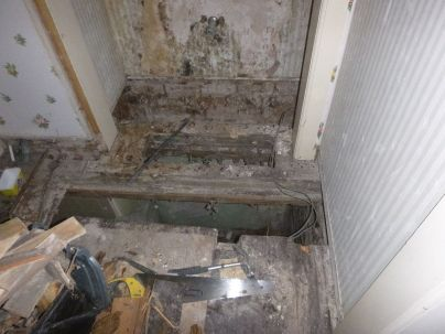 House - BR4 - Dry rot 2 - 1002013