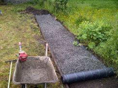 Laying gravel path - 23062013