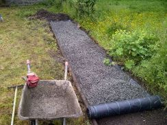 Laying gravel path - 23062013