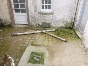 Downpipe removal - courtyard 2- 26082013