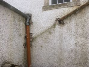 Downpipe removal - courtyard - 26082013