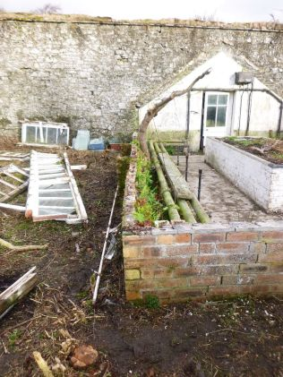 Greenhouse demolition 38 - 15122013