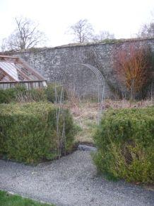 Arch to flower garden - 13042014