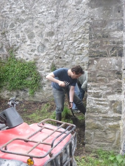 Andy clearing the piggery - 29052014
