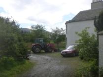 Help arrives - Roberts tractor 1 - 26052014