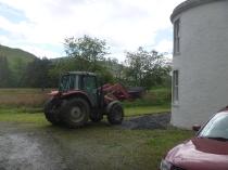 Help arrives - Roberts tractor 2 - 26052014