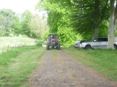 Help arrives - Roberts tractor 3 - 26052014