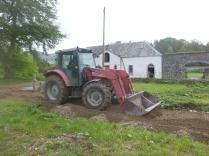 Help arrives - Roberts tractor 4 - 26052014