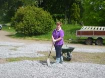 Lesley spreading gravel 2 - 28052014