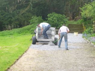 Steve & Tony spreading gravel - 17052014
