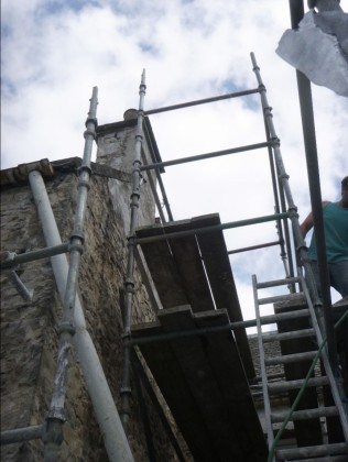 harling the courtyard chimney - 21072014