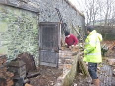 Dismantling potting shed 2 - 22022015
