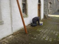 Paul cleaning coachhouse front - 24102015