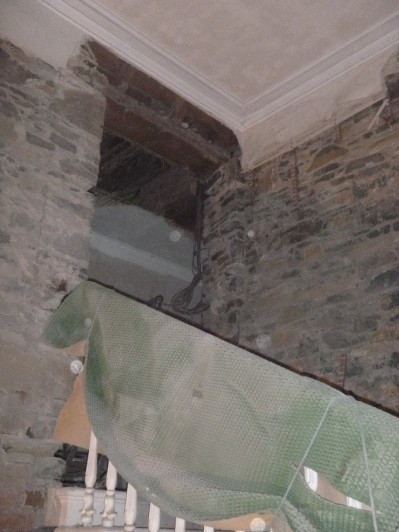 Rotten beam at top of stairs - 05112015