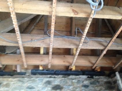 Cables in Porch - 4 - 24032016 - TC