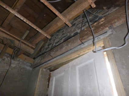 New beam in porch - 31032016