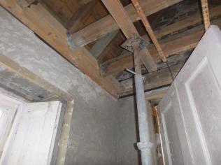 New beams in porch - 31032016