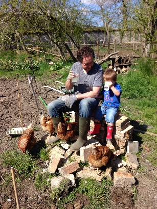 Planting spuds 9 - May 2016 - SH