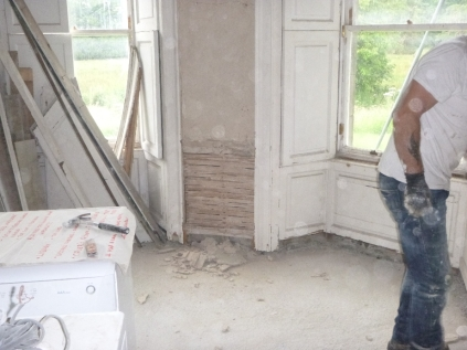 Lime plastering 2- round room - 13072016