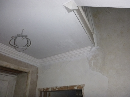 cornice-in-back-stairs-2-19112016