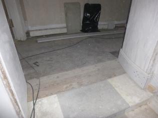 Landing flooring - 02032017