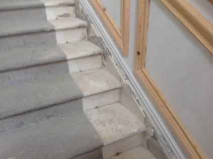 Main hall - skirting on stairs 1 - 18042017 - SH