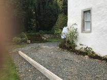 Fron flower bed weeded 2 - 05102017